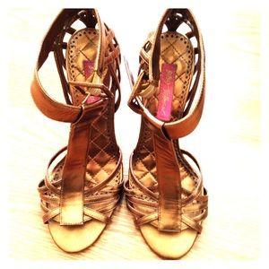 Betsey Johnson heels size 71/2 color bronze